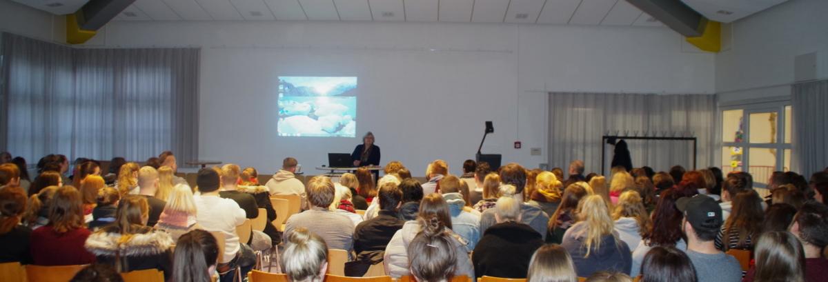 """Auftakt zur Projektwoche """"90 Jahre EFS"""" mit einem Vortrag von Prof. Dr. Wilfried Hellmann (Hochschule OS)"""