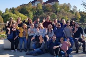 Oberstufen OLB der EFS in der Waldkirche der Landesgartenschau Bad Iburg: Farben des Lebens